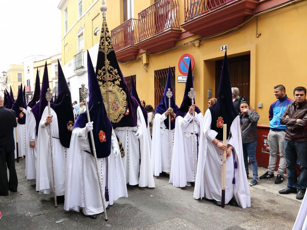 Ya puedes adquirir túnicas de nazarenos en la tiendas de recuerdos de la Hermandad