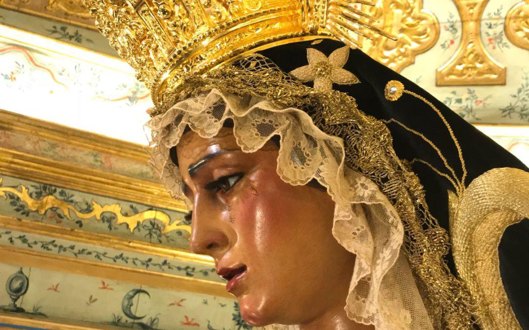 Atuendo de María Santísima de las Angustias para el mes de noviembre. Mes de los difuntos