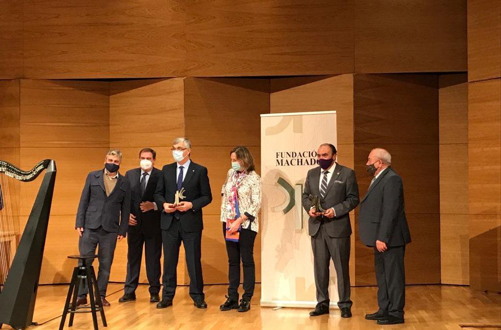 La Hermandad de Los Gitanos recoge el Premio Demófilo por la nueva túnica bordad del Señor