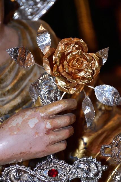Nuestro Hermano Mayor asiste a la entrega de la Rosa de Pasión a Santa Lucía